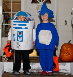 R2-Androo and Sonic prepare for trick or treating